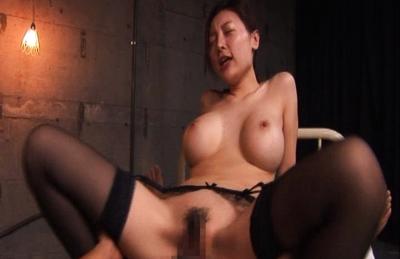 Mai Uzuki moans as her boyfriend love plays with her very wet vulva. Japanese beauty Mai Uzuki