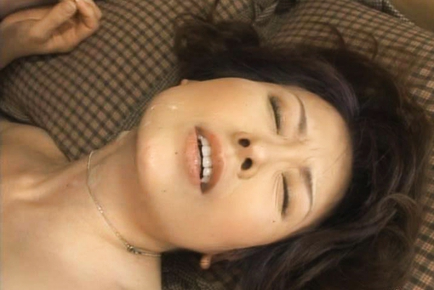Hitomi Kurosaki mature woman getting fucked in her bra. Number of items: 4