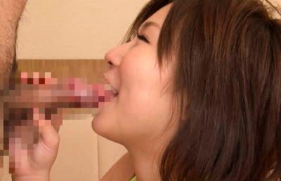 Konatsu Aozora loving the sexual attention from these two fellows. Japanese beauty Konatsu Aozora
