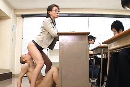 одну порно японцы в лифте моими родителями долго