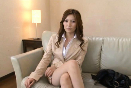 Yuna Shiina is a hot teacher who is very horny and wants sex now. Japanese beauty Yuna Shiina