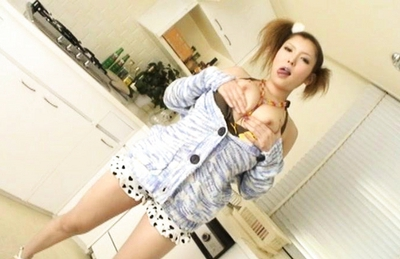 Riana Natsukawa ragazza Asiatica sfoggiando zinne :: AllJapanesePass.com