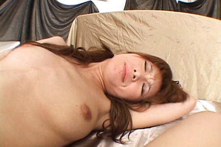 Rika Sakurai´s cunt is licked by a boyfriend who wants to fuck her. Japanese beauty Rika Sakurai