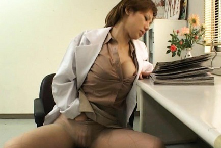 Hitomi Hasegawa doctor arouses labia in nylon stockings at work. Japanese beauty Hitomi Hasegawa