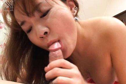 Mako Kamizaki Asian sucks snake insisting on licking the head. Japanese beauty Mako Kamizaki