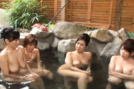 Japanese AV Model and three dolls are nude at the public bath